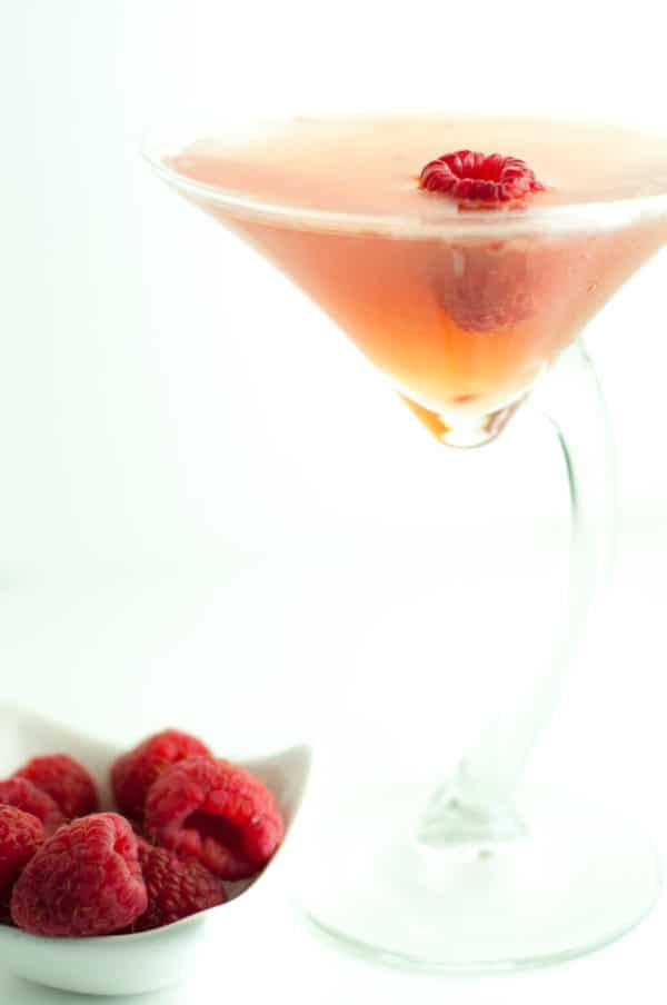 Amazing Raspberry Martini paying tribute to music legend Prince. The Raspberry Beret Martini is refreshing, a little sweet, and sparkling. http://www.mamagourmand.com