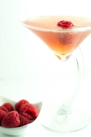 Amazing Raspberry Martini paying tribute to music legend Prince. The Raspberry Beret Martini is refreshing, a little sweet, and sparkling. https://www.mamagourmand.com