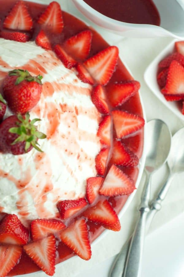 Fresh Strawberry Coeur de Creme is heaven in your mouth. It's a creamy, silky custard topped with a fresh strawberry sauce, and is so easy to throw together! https://www.mamagourmand.com